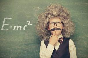 Gutt kledd som Einstein