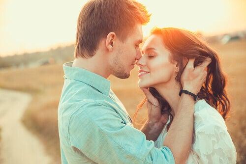 Par gir hverandre fysisk omsorg