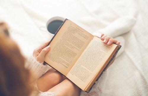 Les en bok for å starte dagen