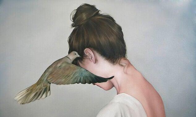fugl hvisker til kvinne