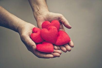 hjerter i hand