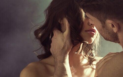 Mann og kvinne med seksuelle fantasier