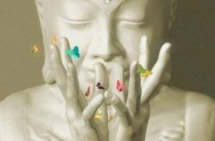 Buddha med sommerfugler