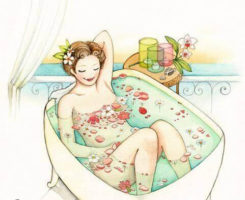 kvinne i badekar med blomster