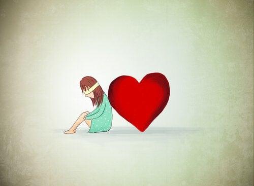 kvinne lener seg pa hjerte