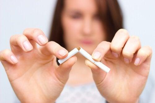 Kan kroppen din komme seg tilbake etter at du slutter å røyke? Brekk sigaretten