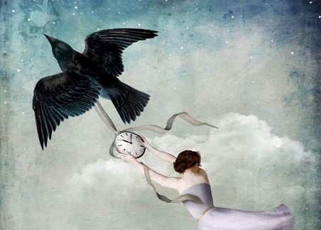 Kvinne flyr med fugl med klokke