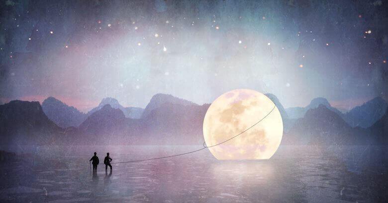 Personer har et tau rund månen i en innsjø
