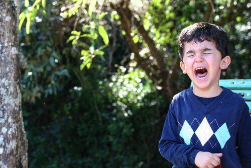 Barn som har raserianfall