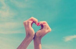 hender lager hjerte