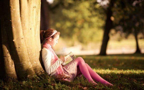 Barn lærer leselyst fra sine foreldre