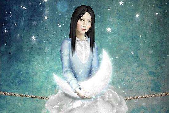 Kvinne holder måne