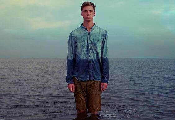 Gutt i sjøen