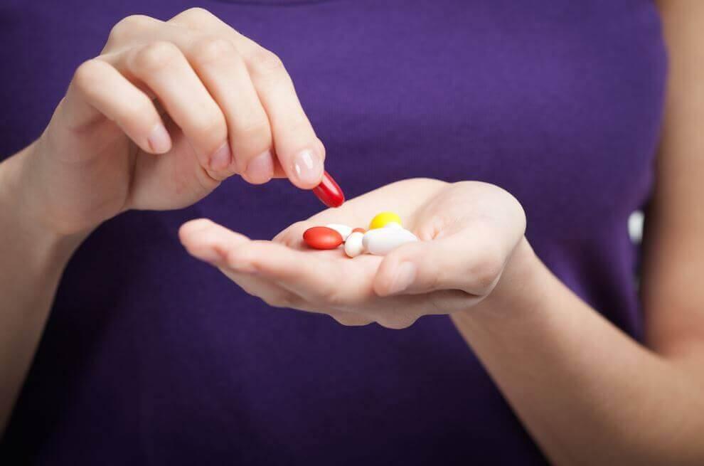 hender med piller