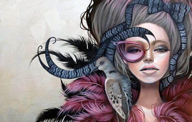Kvinne med fugl på skulderen