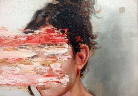 Kvinne med dratt ut ansikt