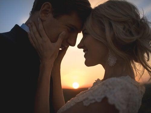Kjærlighet er mer enn ord - lidenskapelig par