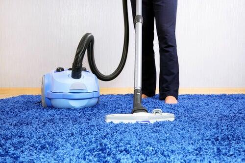 Husarbeid kan være terapeutisk - støvsuger