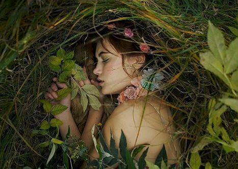 Kvinne i gresset