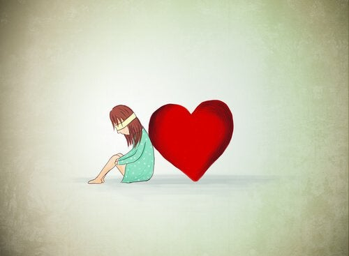 Kvinne lener seg mot et hjerte
