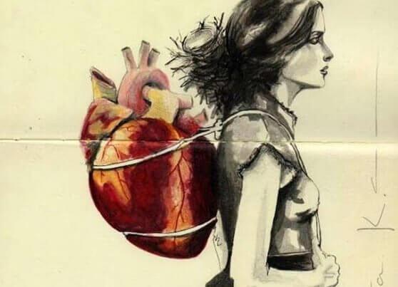 Kvinne med hjerte-ryggsekk
