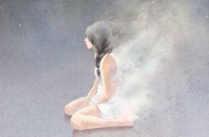 Å gi opp kontra å vite når du skal slutte - Kvinne sitter på bakken med grå bakgrunn
