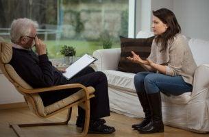 Kvinne hos en psykolog