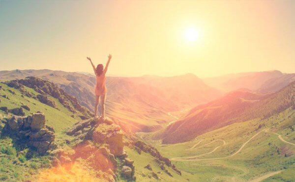 Dine omstendigheter kan være tøffe, men du kan være den lykkelige kvinnen på et fjell