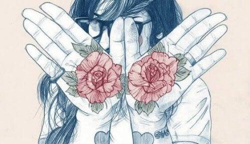 Karakter motiverer deg: kvinne med roser i håndflatene