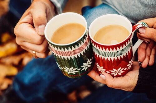 To personer vil koble med hverandre over en kopp kaffe