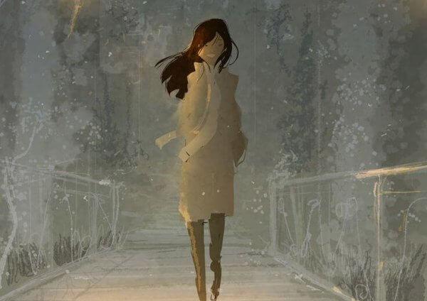 Kvinne er ute for å vandre