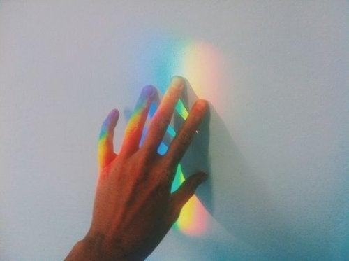 Svært følsomme mennesker - hånd rører ved regnbue