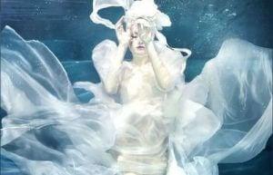 Kvinne i vannet