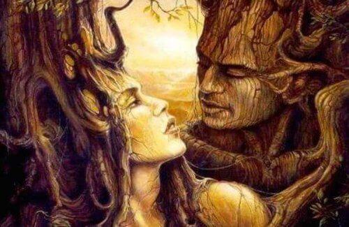 Trær med ansikter som ser på hverandre