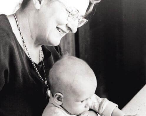 Bestemor og baby skaper emosjonelle koblinger