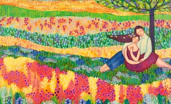 Et lykkelig par i en fargerik blomstereng
