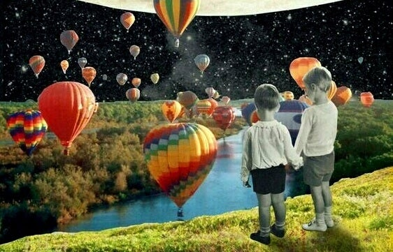 Barn som ser på varmluftsballonger i en fantasi