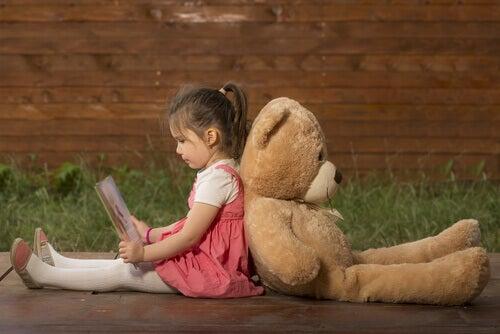 """""""Mamma, jeg trenger deg ikke"""": Unngående tilknytning hos barn"""