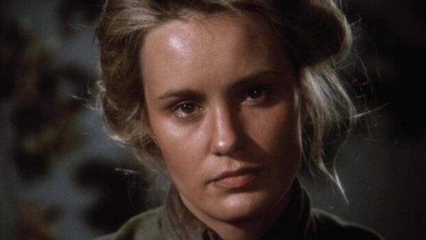 en skuespillerinne som skildrer Frances Farmer