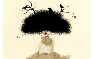 Kvinne med fuglerede på hodet