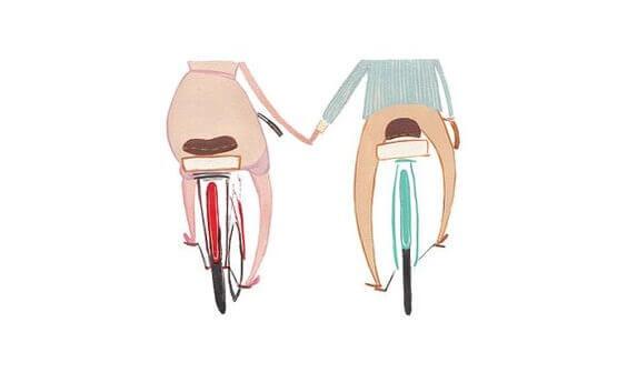 et par sykler, holder hender