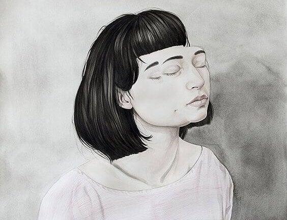 Sliten kvinne med lukkede øyne