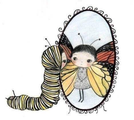 Jente ser sommerfugl i speilet