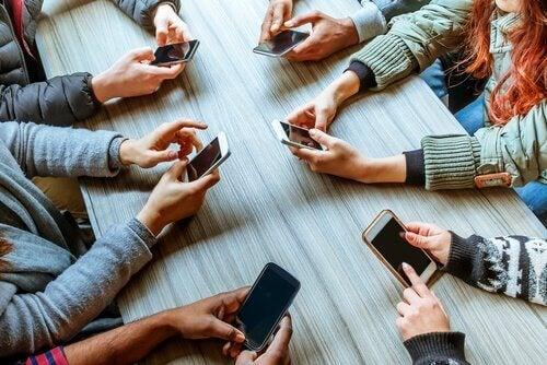 Phubbing: hvordan mobiltelefoner ødelegger forhold