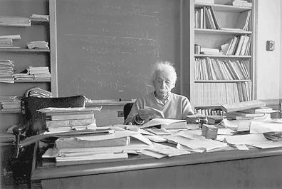 Einsteins rotete skrivebord, et tegn på intelligens