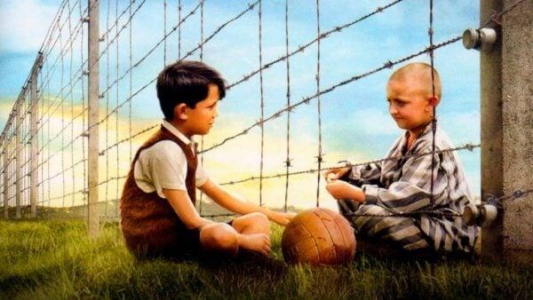 Gutten i den stripete pyjamasen: Vennskap på tvers av barrierer