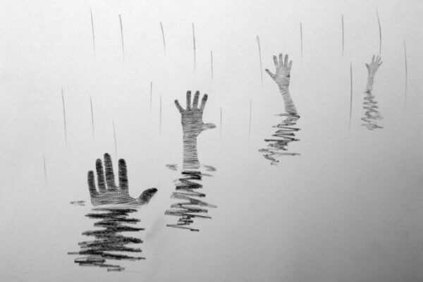Hender som stikker opp fra vannet