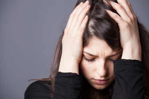 Blandet angstlidelse og depressiv lidelse: Definisjon, årsaker og behandling