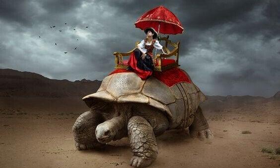 en kvinne som rir i luksus på en gigantisk skilpadde