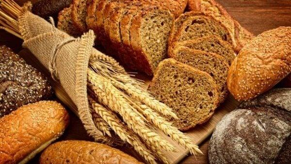 Brød og korn med gluten som er blant de verste matvarene for hjernen din